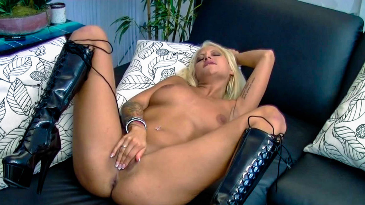 Lubed Up Masturbation With Sexy Blonde