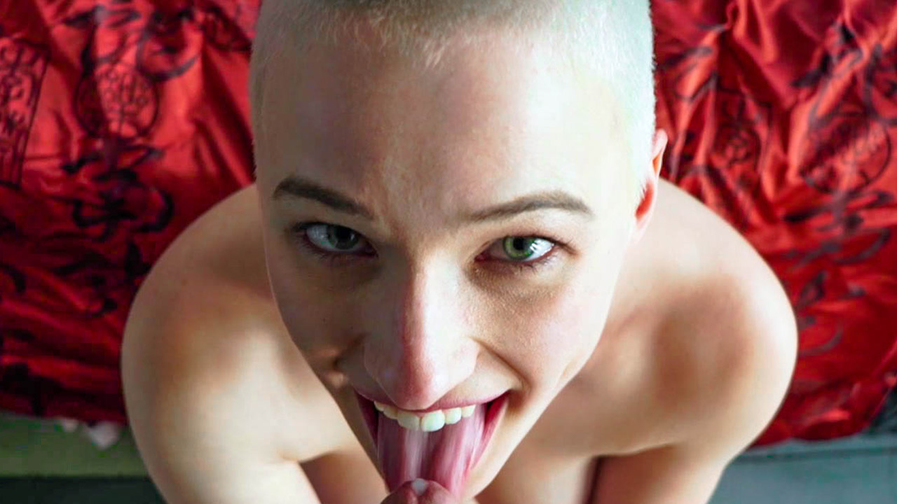 Shaved Head Hottie Likes To Ride Daddy!